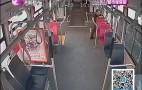 又见路怒:私家车拦停公交车 两次推搡