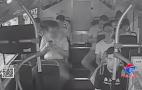 男乘客坐车犯困睡着,将背包丢在公交车上,幸亏遇好心司机