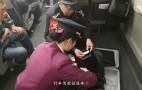 粗心旅客拿错行李,列车接力帮忙送回