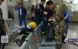 女童不慎腿卡铁椅 济南消防员紧急救援