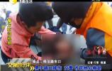 男子路口摔伤 交警 市民热心救助