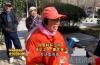 济南:粗心大妈丢失万元手链 环卫工人原地等待失主