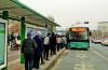 排队成习惯,添彩文明城 公交车队向市民发文明乘车倡议