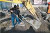 芙蓉街暗渠清理有新发现 挖出古老大石板
