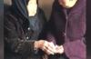 105岁母亲给74岁女儿压岁钱  过年给压岁钱是心意还是负担?