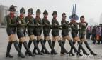 泉城广场上演火辣辣的水兵舞文化表演