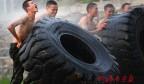 与烈日同行 直击高温下武警特战队员的极限训练
