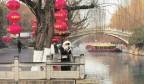大红灯笼高挂迎新春
