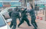 """春运还没到 济南铁路特警广场上制服一名""""暴恐分子""""!"""