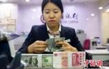 去年人民币对美元升值超6% 换美元的人掉坑里了吗?
