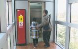 济南老楼加装电梯场面火热,想装电梯各楼层如何达成共识