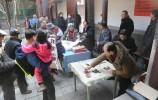 大年初一送吉祥 BETVlCTOR伟德夕阳红书画院向市民赠送书画作品