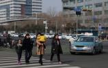 """评论:""""路口革命""""让交通更安全 """"路口文化""""让泉城更温暖"""