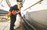 为保障高铁乘客用水 高铁上水工日行超40公里