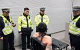 可恶!济南一司机酒驾顶包未得逞 拿刀威胁交警