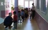 【视频】粗心爸爸把孩子送错幼儿园,还把民警当骗子?