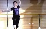 【视频】孝顺女儿抱瘫痪母亲跳舞,这样的舞蹈您看过么?