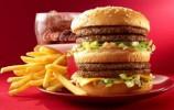【视频】大爷45年吃3万个巨无霸汉堡,却依然是个瘦子!秘诀是…