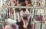 济南一孕妇坐公交突然没呼吸没脉搏 乘客紧急做心脏复苏
