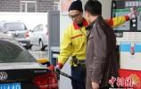 国际原油逼近80美元关口 国内成品油价五连涨无悬念
