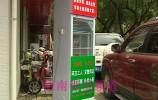 """济南街头出现""""爱心冰柜"""",瓶装水免费送,自己拿……背后故事感人……"""