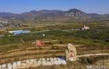 无人机飞跃章丘十九郎村 惊奇发现山顶飘扬着一面鲜红的党旗