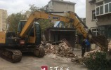私搭乱建、乱堆乱放...堤口田庄东路重汽宿舍环境问题正在解决