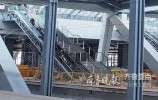 探秘乐虎国际手机版东站:正在安装电动扶梯