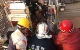 工人高空作业时发生事故  消防紧急施救!
