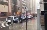 一架直升机坠落在纽?#23478;?#24314;筑物上 致一人死亡