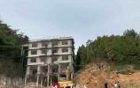"""今日拔""""钉"""" ! 济南南部山区拆除假冒护林房的""""商务宾馆""""3500平 !"""