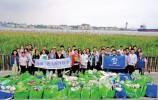 志愿者13年來堅持在海灘撿垃圾 不讓泡沫塑料入海