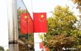 """莱芜街头的""""中国红"""""""