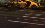 一声巨响!济南这条路上一辆跑车撞向路中央……