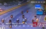 经十路上十几辆摩托车呼啸而过!交警:扣留、处罚