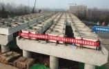 """濟南""""大東環""""有了新進展:110米長的跨越經十東路大橋鋼箱梁架設完成"""