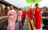 传播经典三人跑得快声音|章丘白云湖举办文化旅游节 凝妆旗袍百人走秀助阵