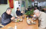 历下:长者助餐站点解决老年人就餐难题