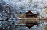 賞冰瀑、戲飛雪,木屋打卡爐火旺,冰雪兩重天,濟南九如山冬季更浪漫!