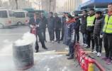 提升应对险情能力 创造安全乘车环境 公交驾驶员进行灭火实战演练