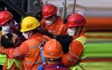 山东栖霞 五彩龙金矿爆炸事故救援持续进行 已有11人获救升井 14点07分 第三批3名被困矿工升井