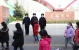 校门口的最帅守护者!莱芜公安筑牢校园平安墙