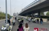 济南交警查处不系安全带首日,批评教育30余起 处罚15起