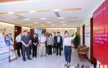 济南中院到燕子山小区向社区居民播放民法典微视频