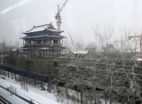 济南地铁一号线雪中飞驰 沿线雪景尽收眼底