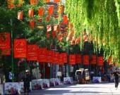 """济南街头燃起""""中国红"""" !为新中国成立70周年献礼"""