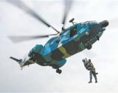 空降兵某旅组织空中救生训练