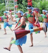 【网络中国节·端午】泼水狂欢九顶塔