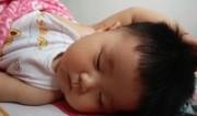 爆笑!3岁女娃录节目时犯困睡了过去萌翻全国网友