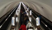 【视频】全国最深地铁站,深到让人腿抖~有男子步行挑战,结果…